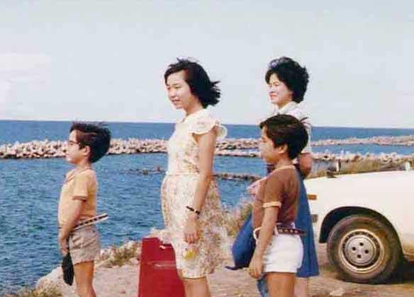 横田めぐみさん(左から2番目)ご家族で