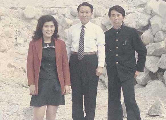 左か義理のお姉さん・お父さん・市川修一さん